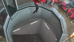 Ivo flying in da tunell